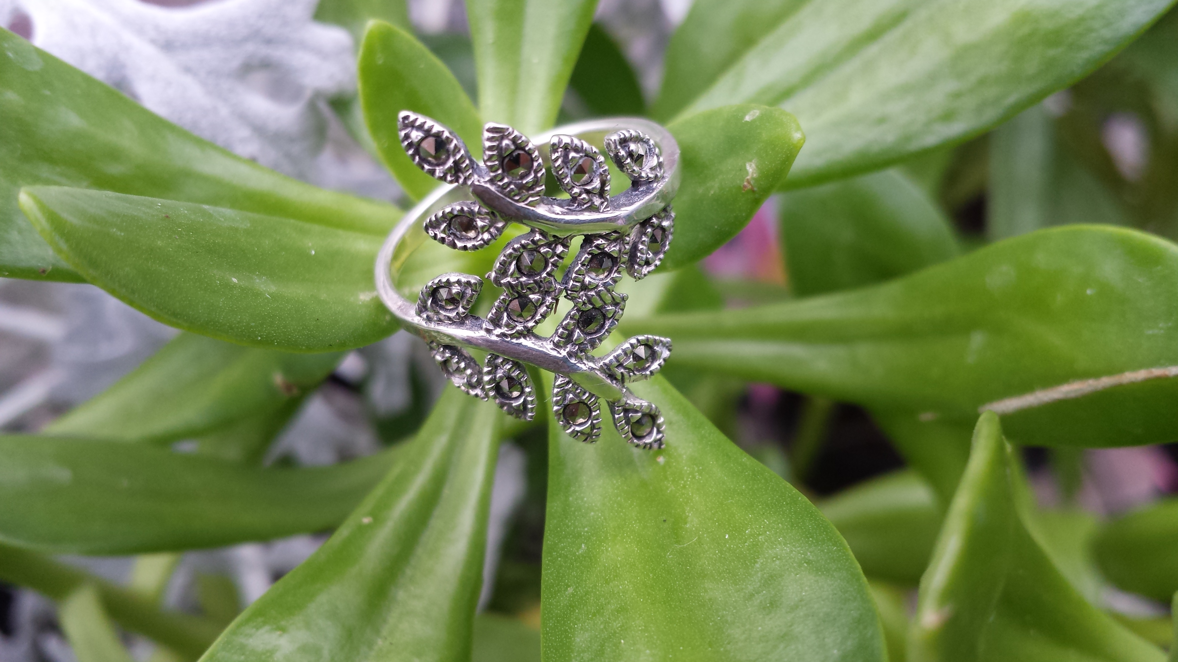 925 STERLING SILVER LEAF MARCASITE RING